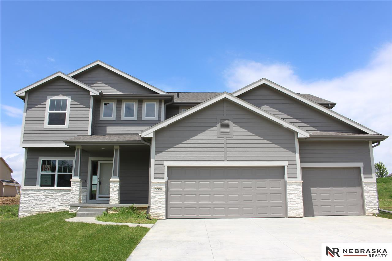 5004 Waterford Avenue, Papillion