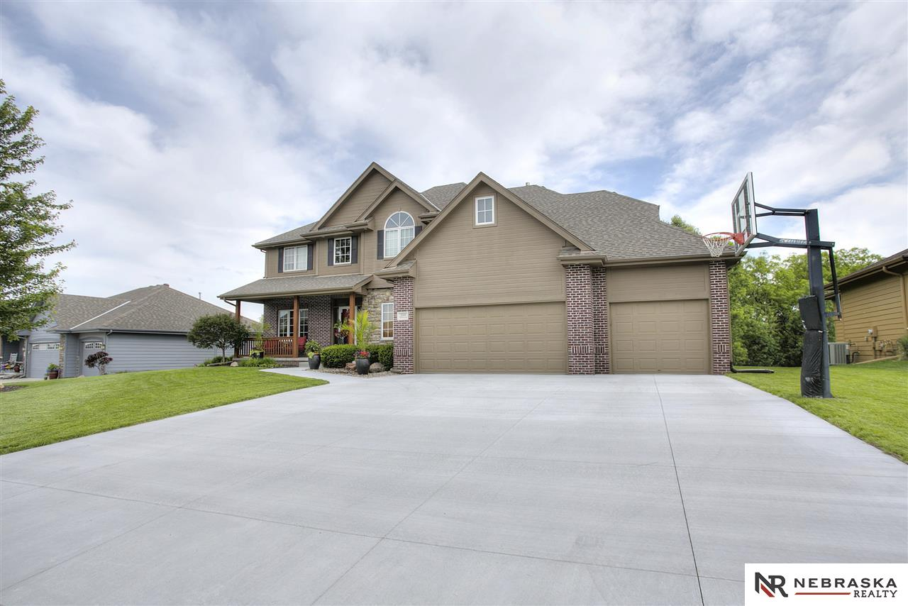 2004 Titan Springs Drive, Papillion