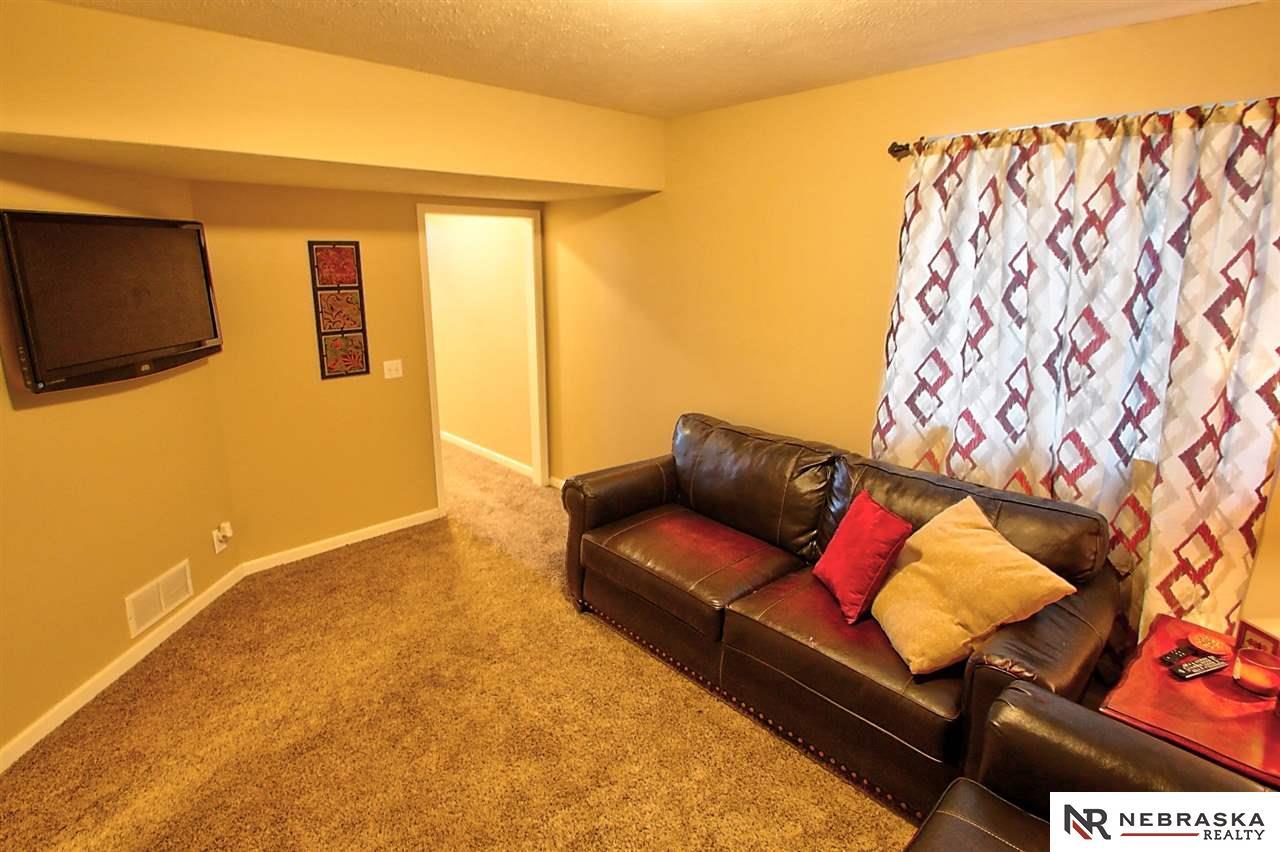 9221 Blondo Street Omaha Ne 68134 Mls 22010277