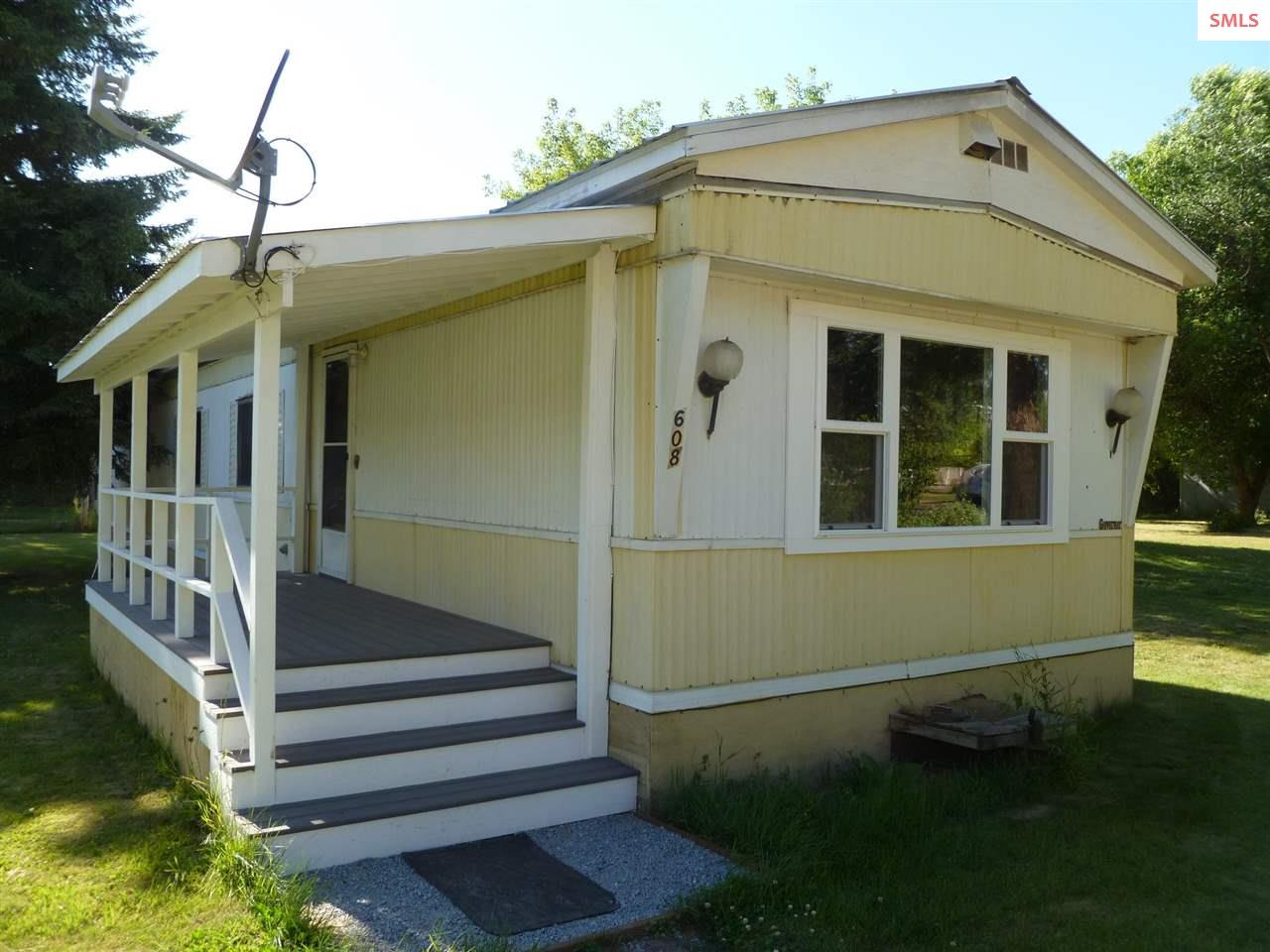 Great starter 2 bedroom, 1 bath home on a double lot in Oldtown, ID. Home is currently an income producing rental on a month to month bases. Property is located less a mile and half from city boat launch, and city amenities. Don't miss this opportunity on a great buy!