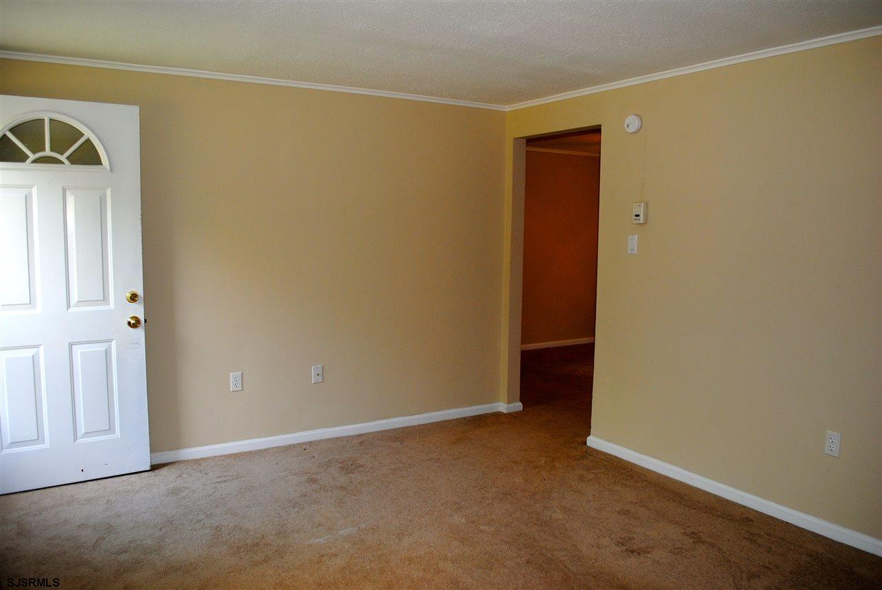 5653 Yale Ave - Picture 3