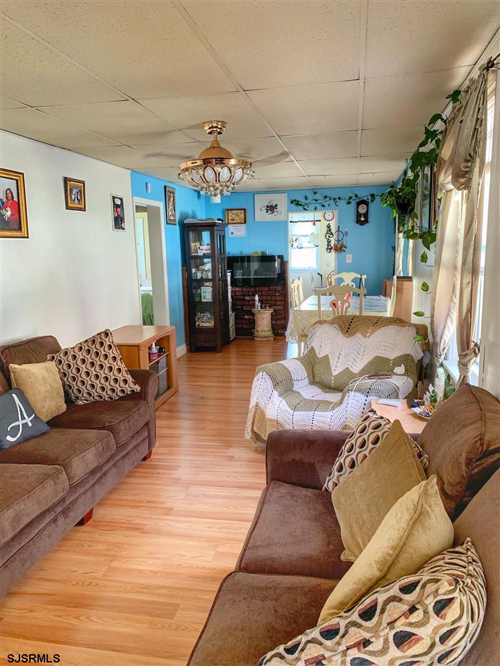 1407 Broad - Picture 6