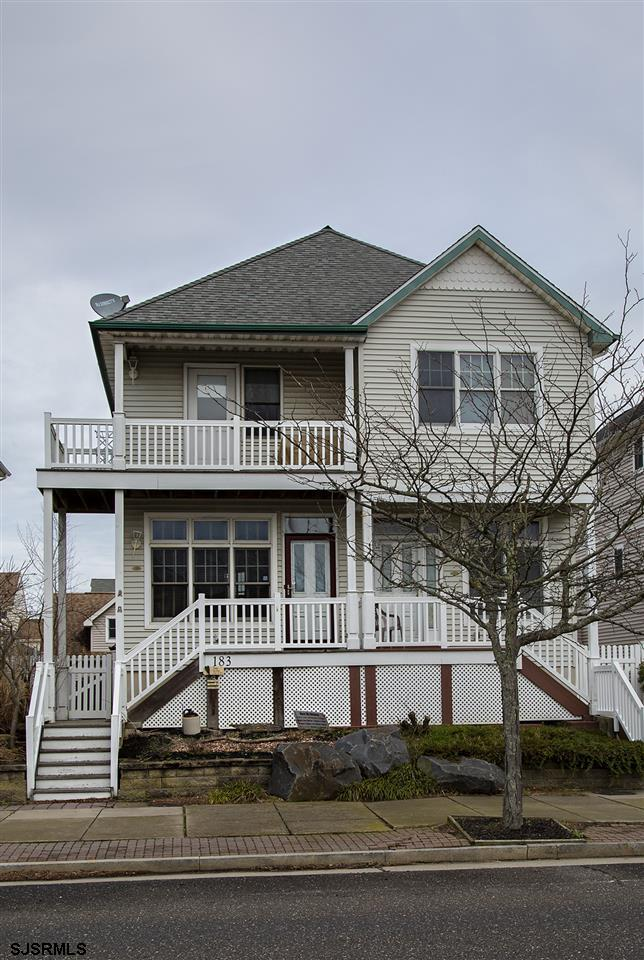 Lovely twin home 1 block from the beach.  Immaculate, move in condition, with ocean view. New kitche