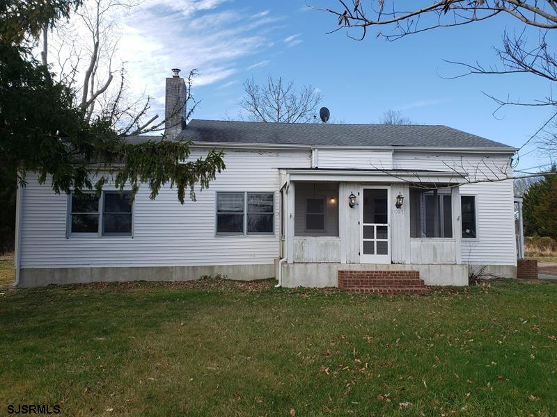 Welcome to a great opportunity to own a single family home in Egg Harbor Twp. Off street driveway pa