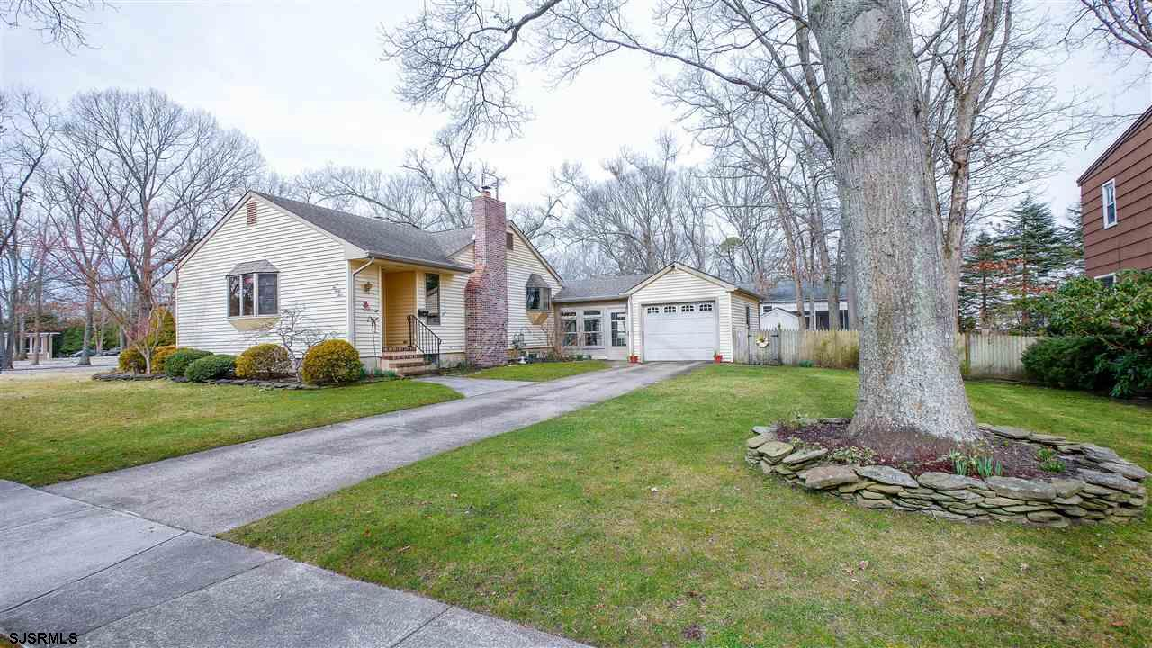Adorable custom ranch home! Situated on a huge corner lot on one the most desired streets in Linwood