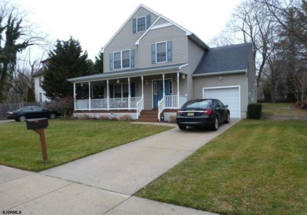 BEAUTIFUL 4 BEDROOM AND 2.5 BATH HOME IN A GREAT NEIGHBORHOOD WITH LIVING ROOM, DINING ROOM, EAT-IN-
