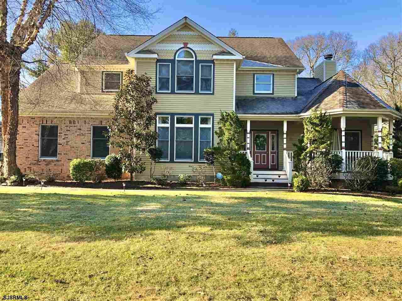 The discerning Linwood buyer will appreciate the attention to detail in this gracious home. From the