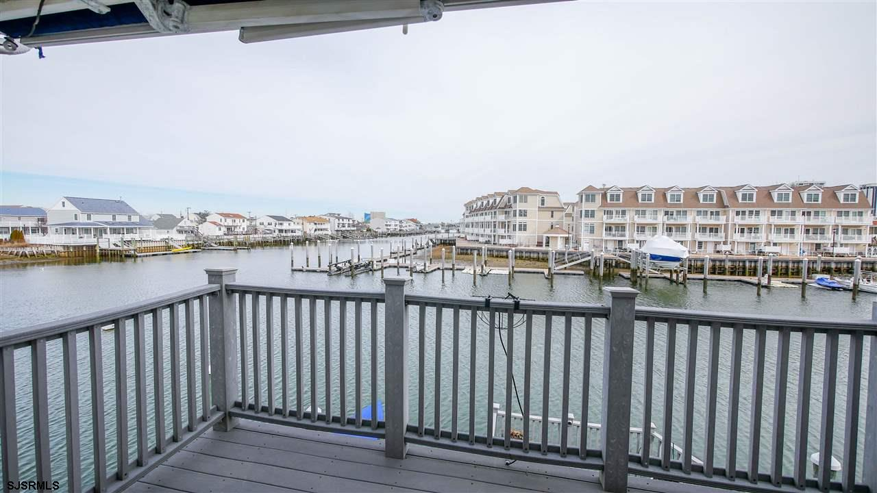 Totally renovated, beautifully  decorated Bay front condo with fabulous views of the open bay.  Ente