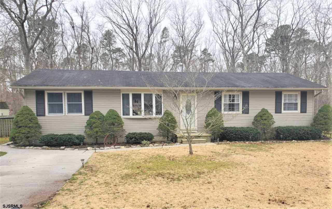 Lovely 3 bedroom 1.5 Bath approx 1526 sq foot of living space, open floor plan, freshly painted, upd