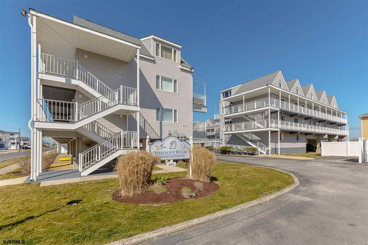 Don't miss out on this top floor Penthouse featuring 2 Bedrooms and 2 Full Bathrooms. This unit feat
