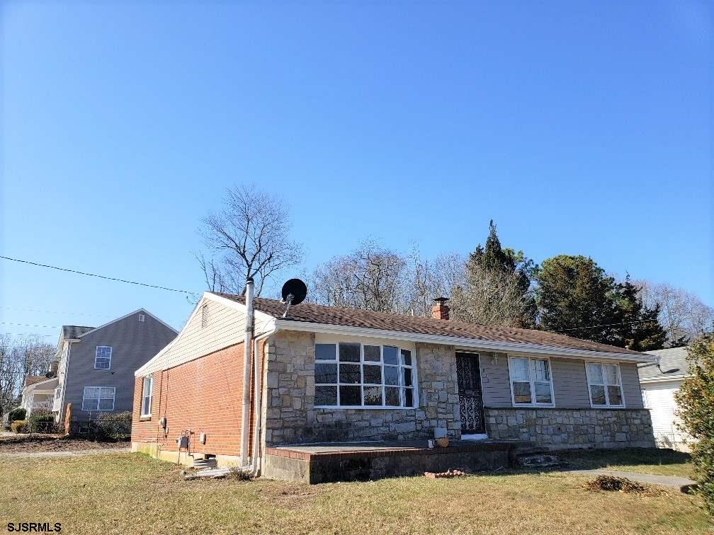 ***NEW LISTING IN PLEASANTVILLE***3 bed 2 bath*** SPACIOUS LIVING ROOM*** LARGE FAMILY ROOM*** NEW A
