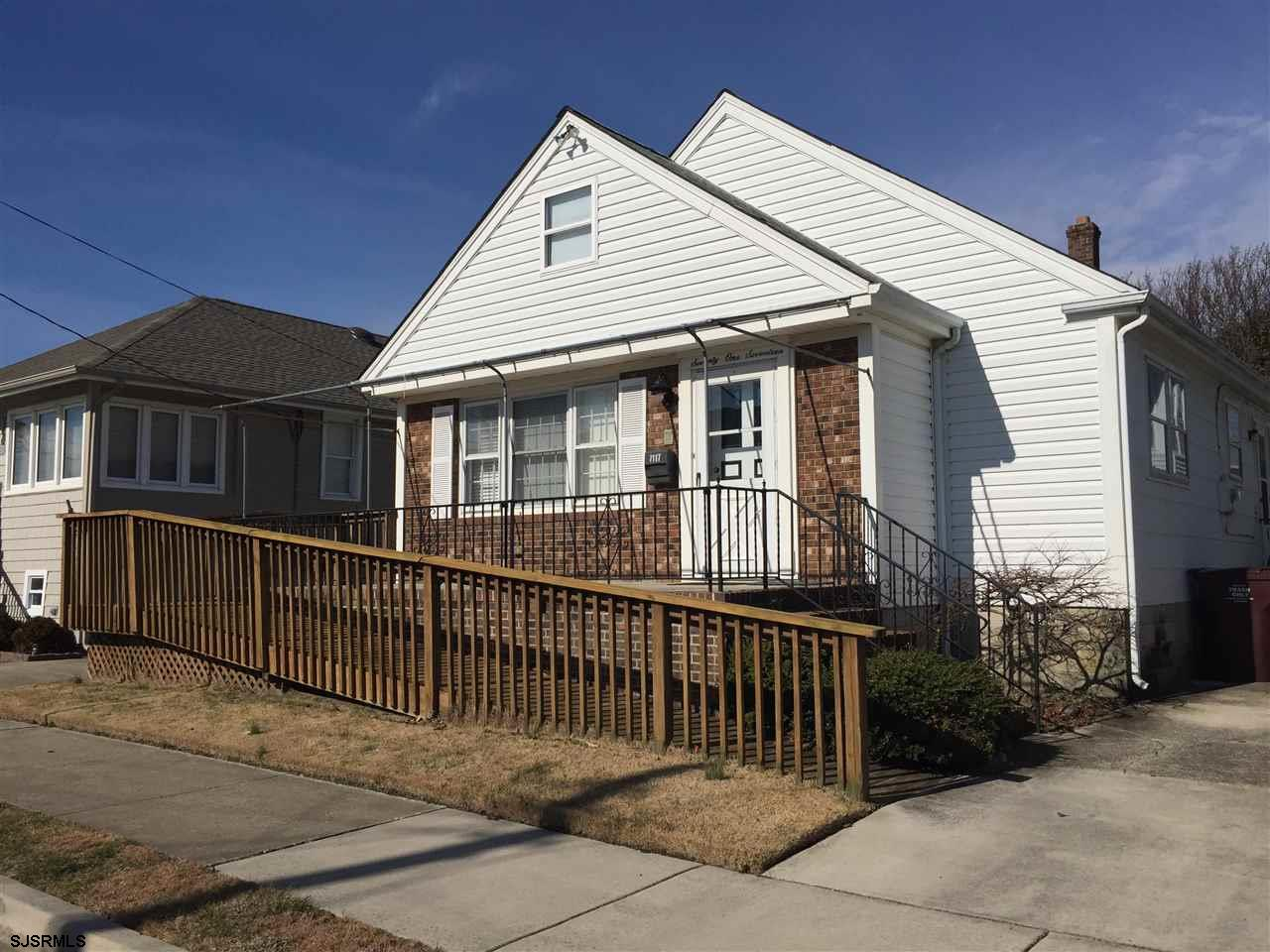 Move -in -ready lovely home with wonderful  open floor plan. Two full size bedrooms on first floor.