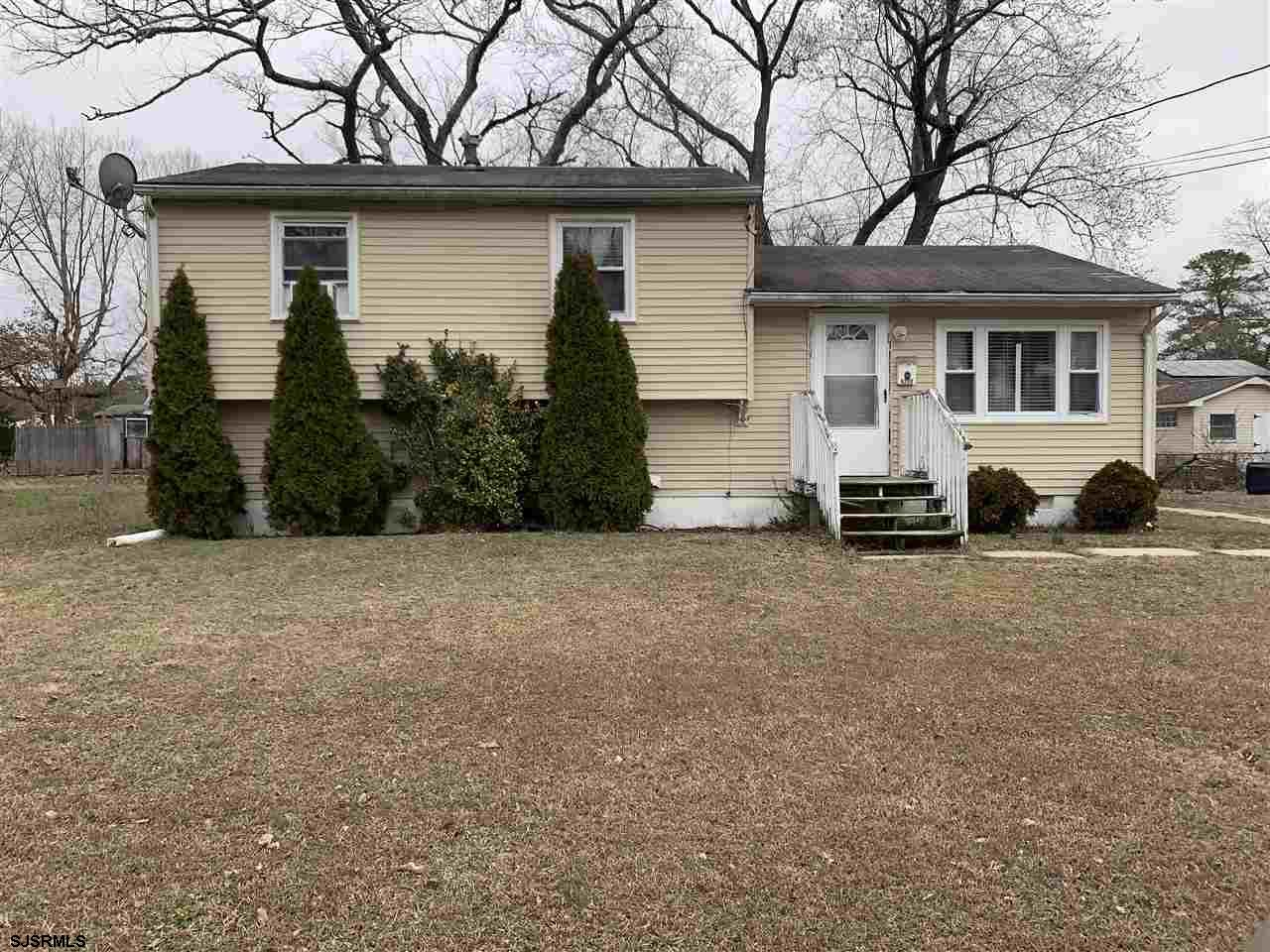 Nicely maintained 3 bedroom, 1 bath home. Hardwood floors, nice room sizes, eat-in kitchen, family r