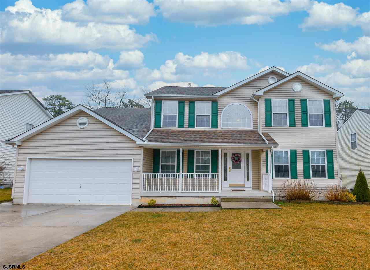 YES, YOU CAN HAVE IT ALL! Full basement, 2 car garage, big yard with fence, deck, bonus room, tons o