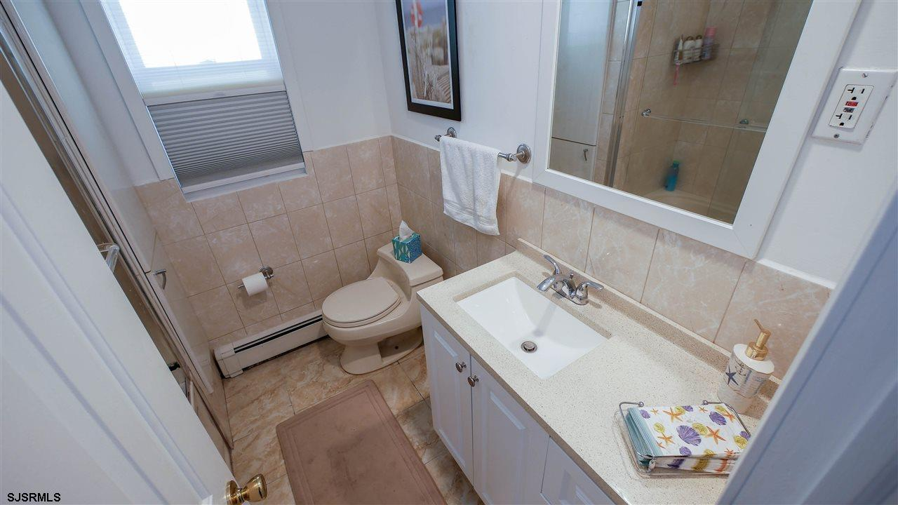 104 N Troy - Picture 12