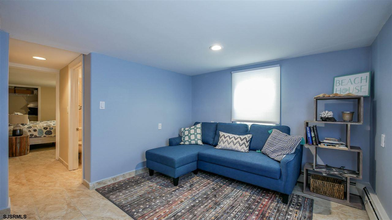 104 N Troy - Picture 17