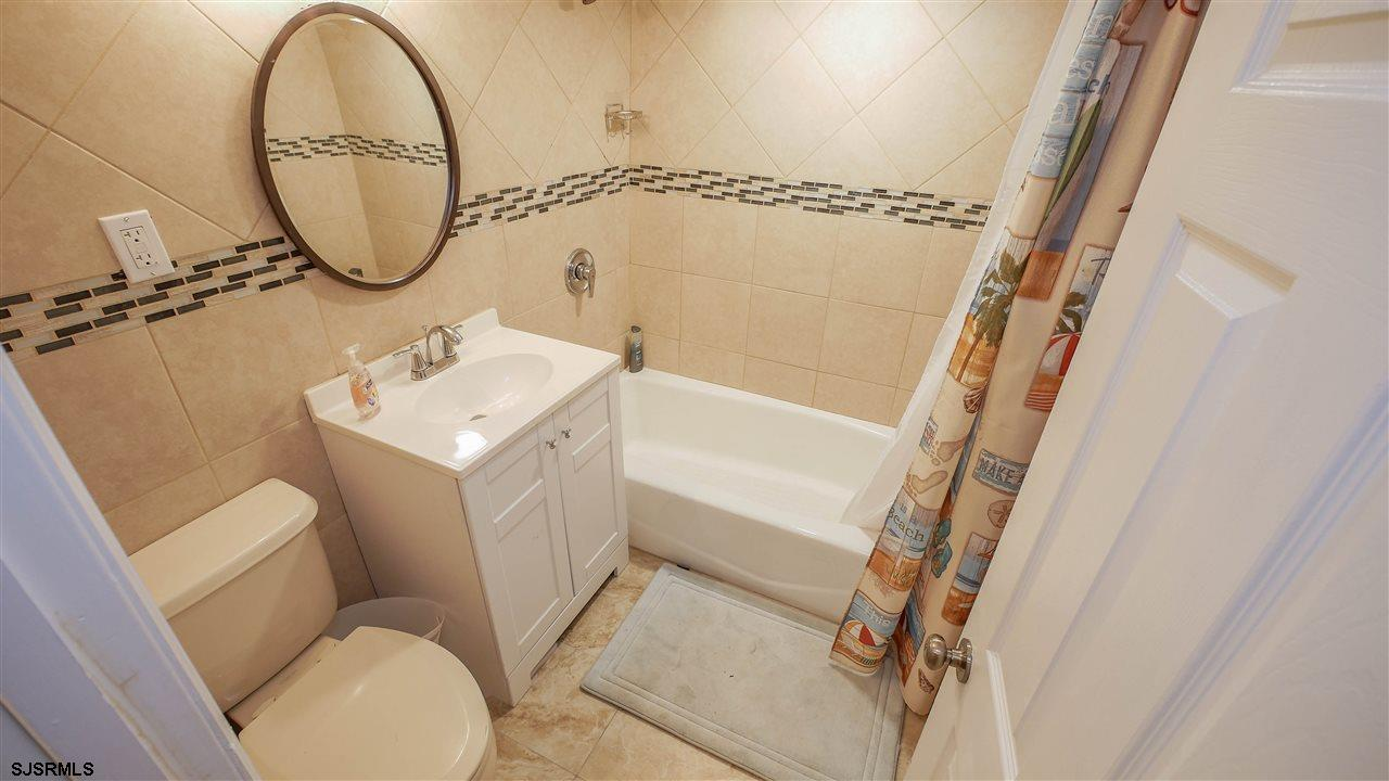 104 N Troy - Picture 18