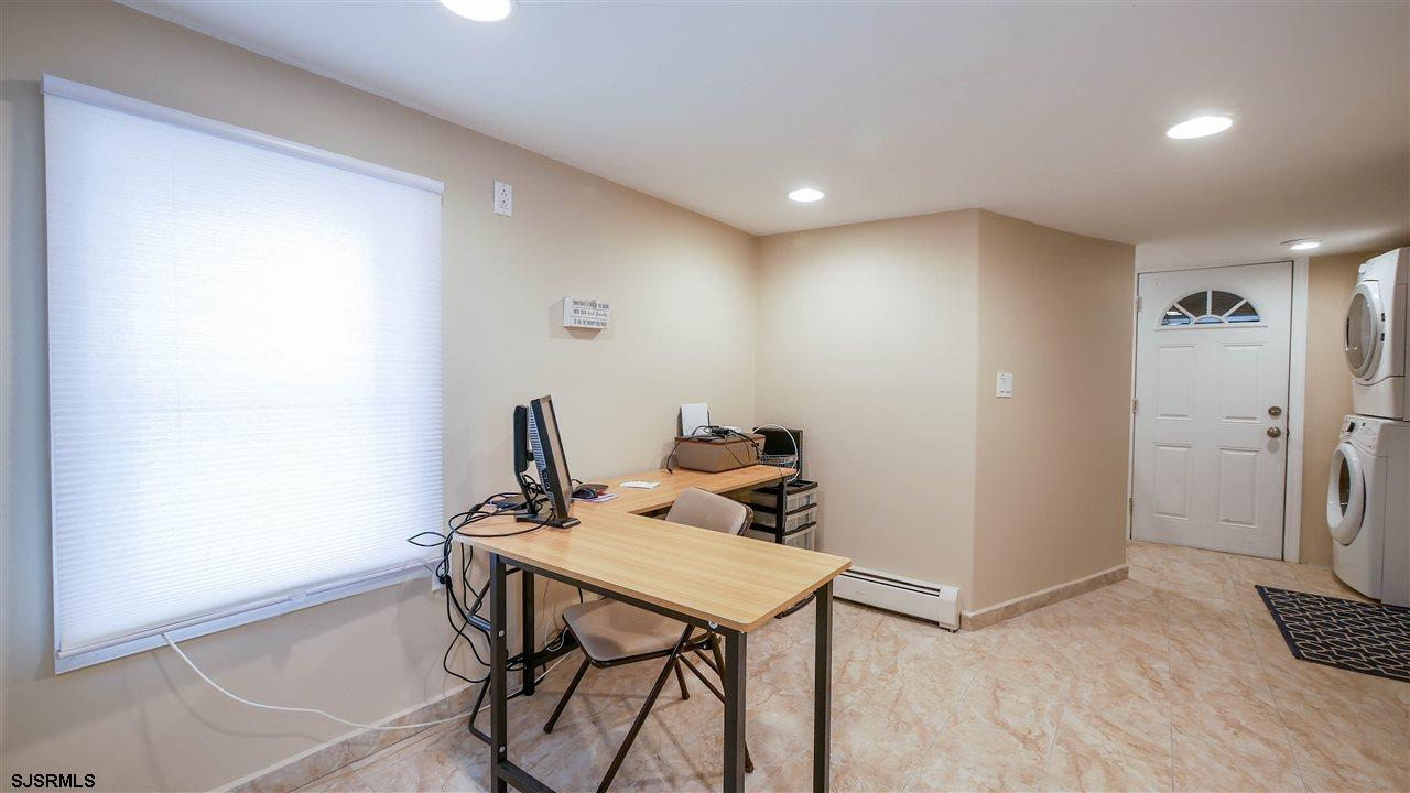 104 N Troy - Picture 22