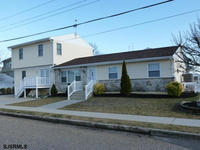 BEAUTIFUL AND SPACIOUS LIKE NEW 5 BEDROOM AND 3 BATH SHORE HOME HAS EVERYTHING!  LIVING ROOM, EAT-IN