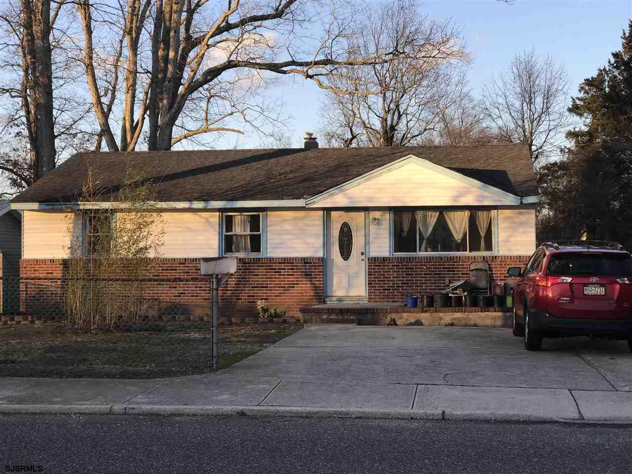 Cute ranch located on a nice and quiet tree line street. Close to Absecon and Atlantic city expressw