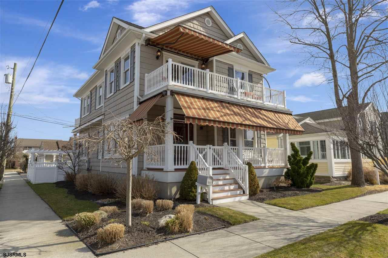 """Fabulous corner property located in the much desired """"Parkway"""" area of Margate. This home features 5"""