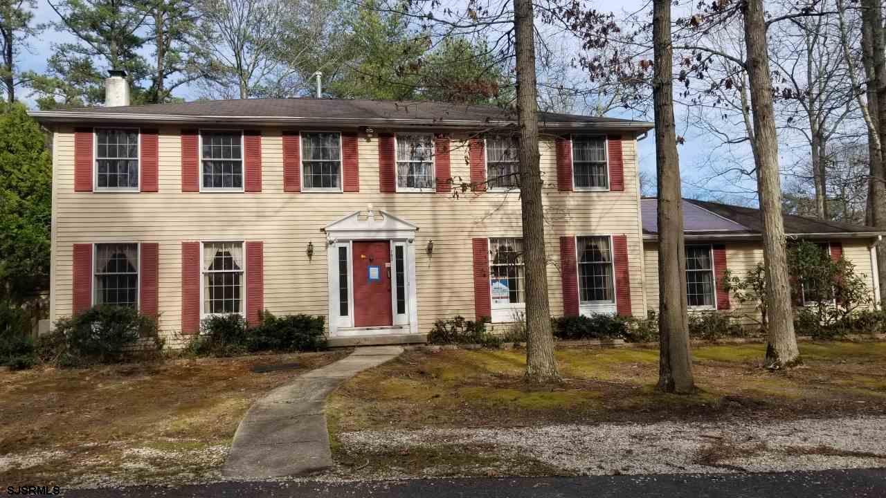 This colonial home is located in Historic Smithville on a cul de sac. Property is featuring 5 bedrooms, 2.5 baths, family room, huge living room with a fireplace, a study and a formal dining room. Smithville community has 2 pool , tennis court,basketball court and a gym.