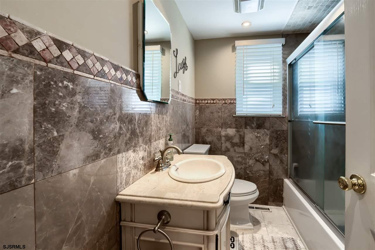 7402 Amherst Avenue - Picture 16