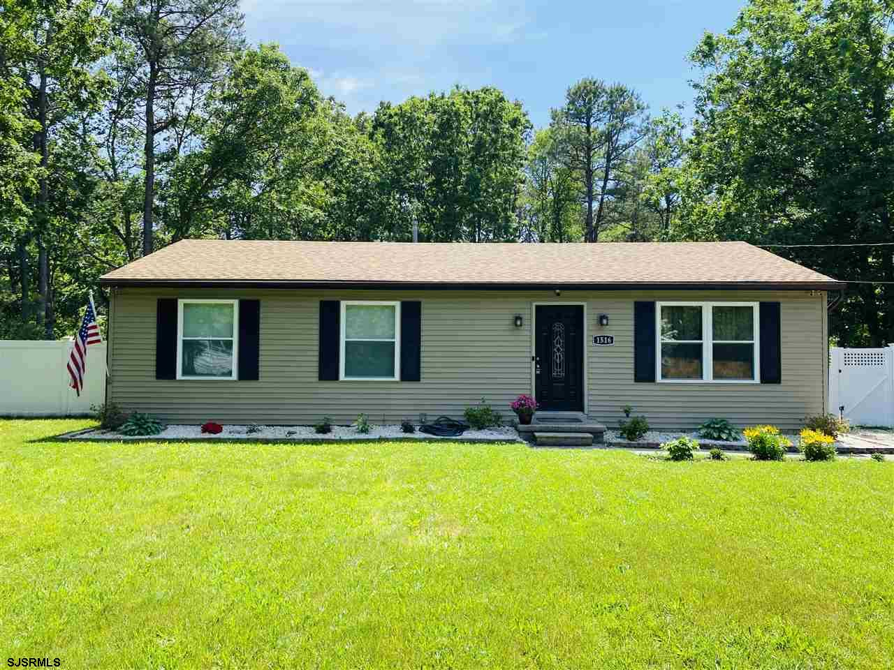 ***GALLOWAY NEW LISTING ALERT***3 BED 1 BATH ON DEAD END ROAD WITH CUL-DE-SAC***NEWER ROOF/HVAC/WIND