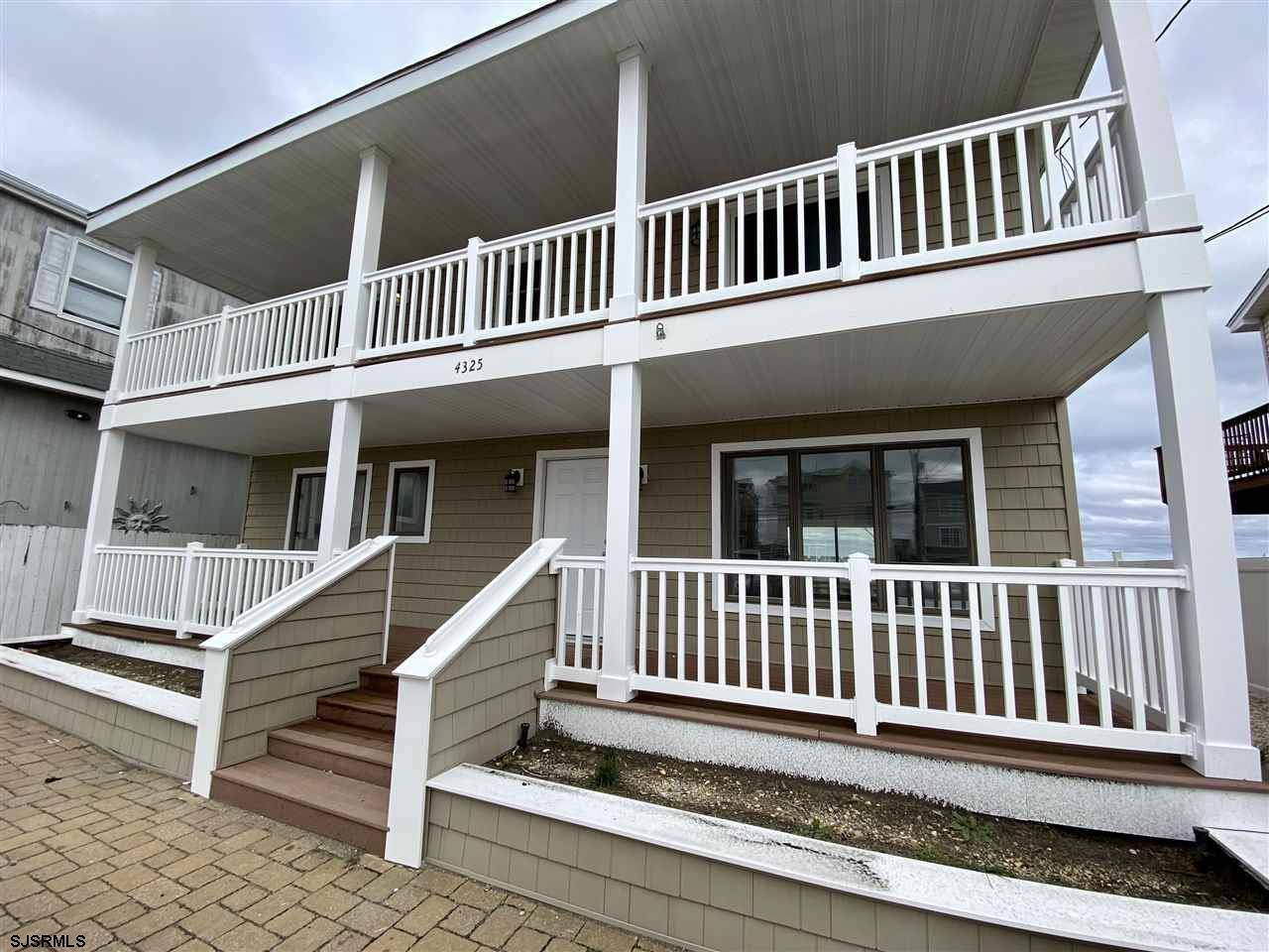 Attention all boaters! Here's a great find on Atlantic Brigantine Boulevard. 3 bedrooms 2 baths and