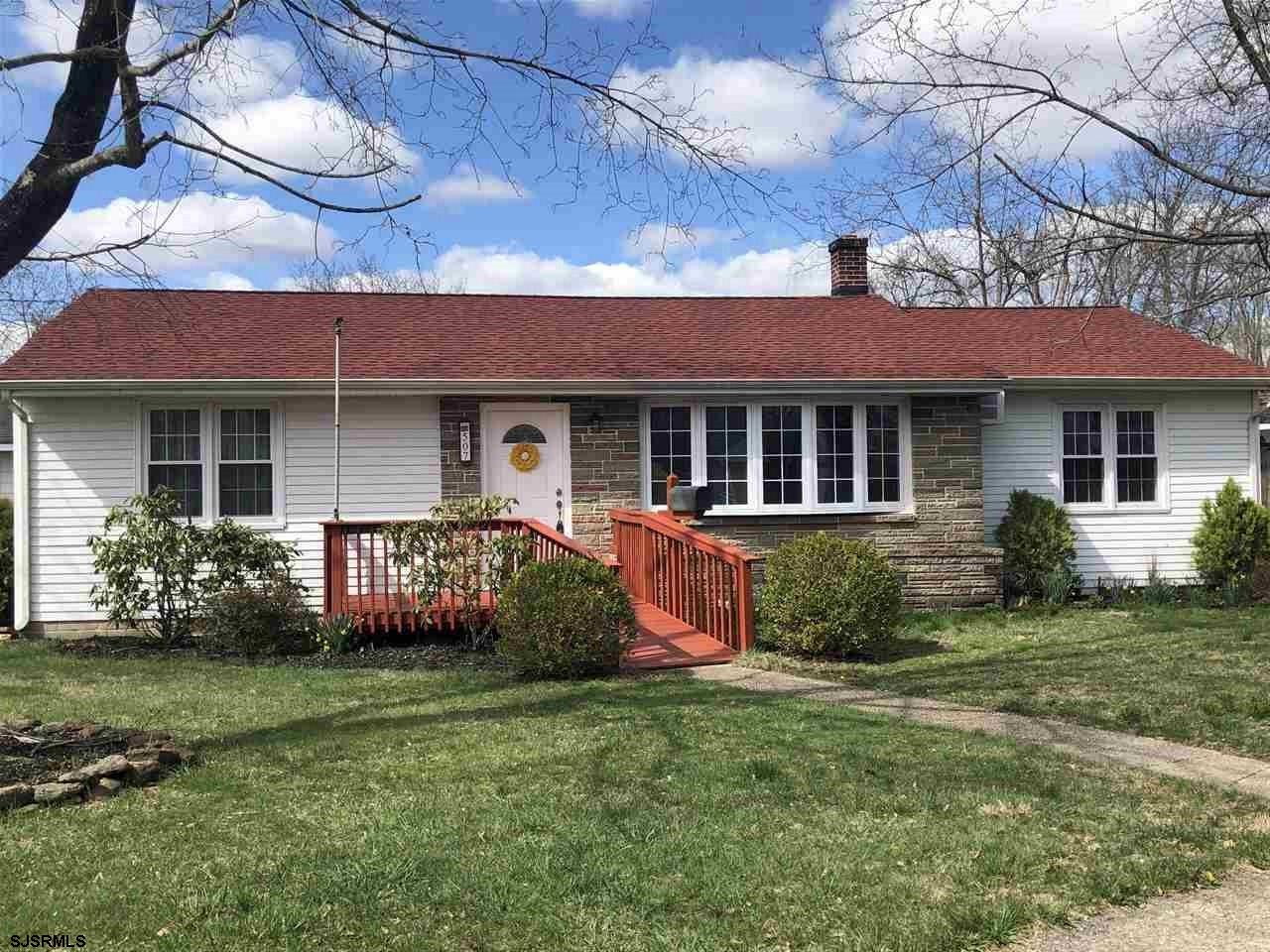 First Time Home Buyer Alert: Renovated 3 bedroom, 1 bath, with den. Newer roof only 4 years old with