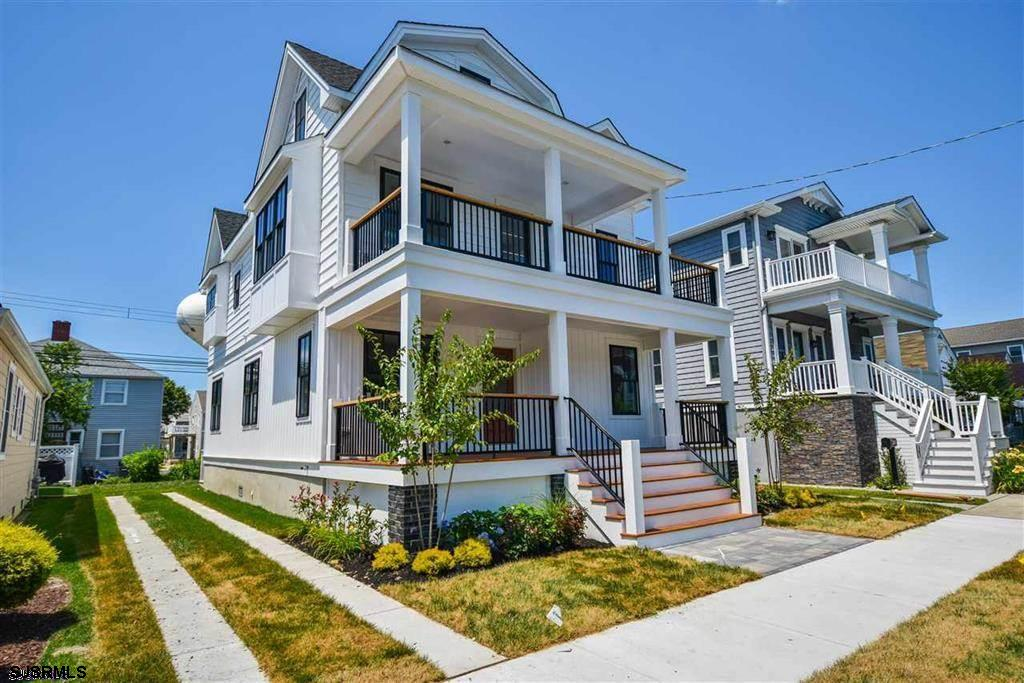 Luxury new construction located in Margate's highly desirable Parkway section. The convenient locati