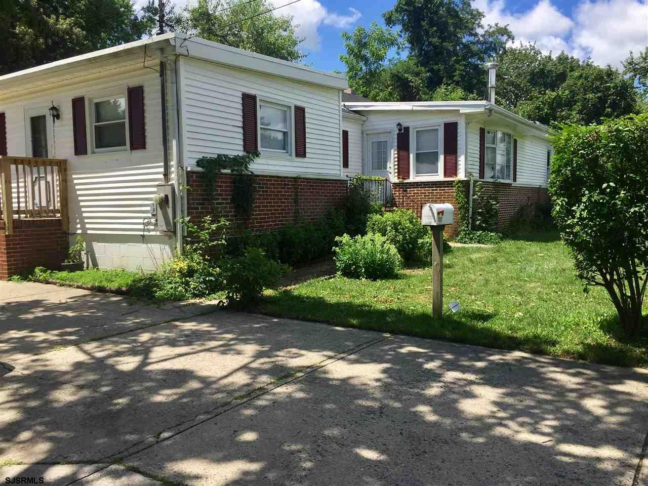 This 3 br/2ba single family home located in Northfield is close to the elementary and middle school,