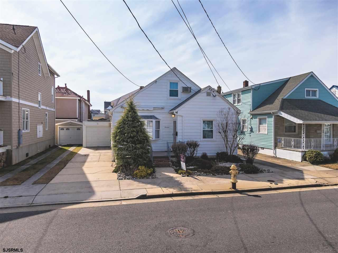 YOUR PERFECT SHORE HOME AWAITS JUST TWO BLOCKS TO THE BEACH!! Adorable 1st block north, 2-story home