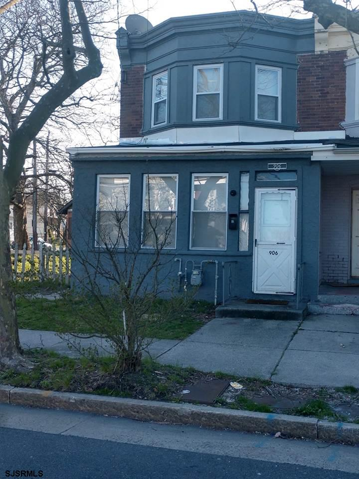 What a great investment opportunity!  3 Bedroom 1 bath property in the heart of Atlantic City.  Unit