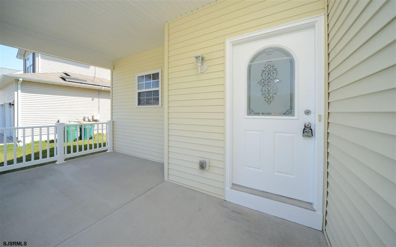 338 Meadows Dr - Picture 2