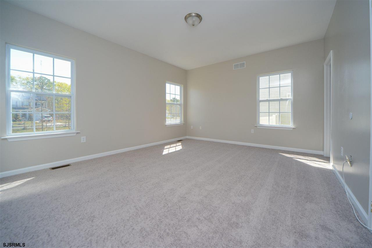 338 Meadows Dr - Picture 16
