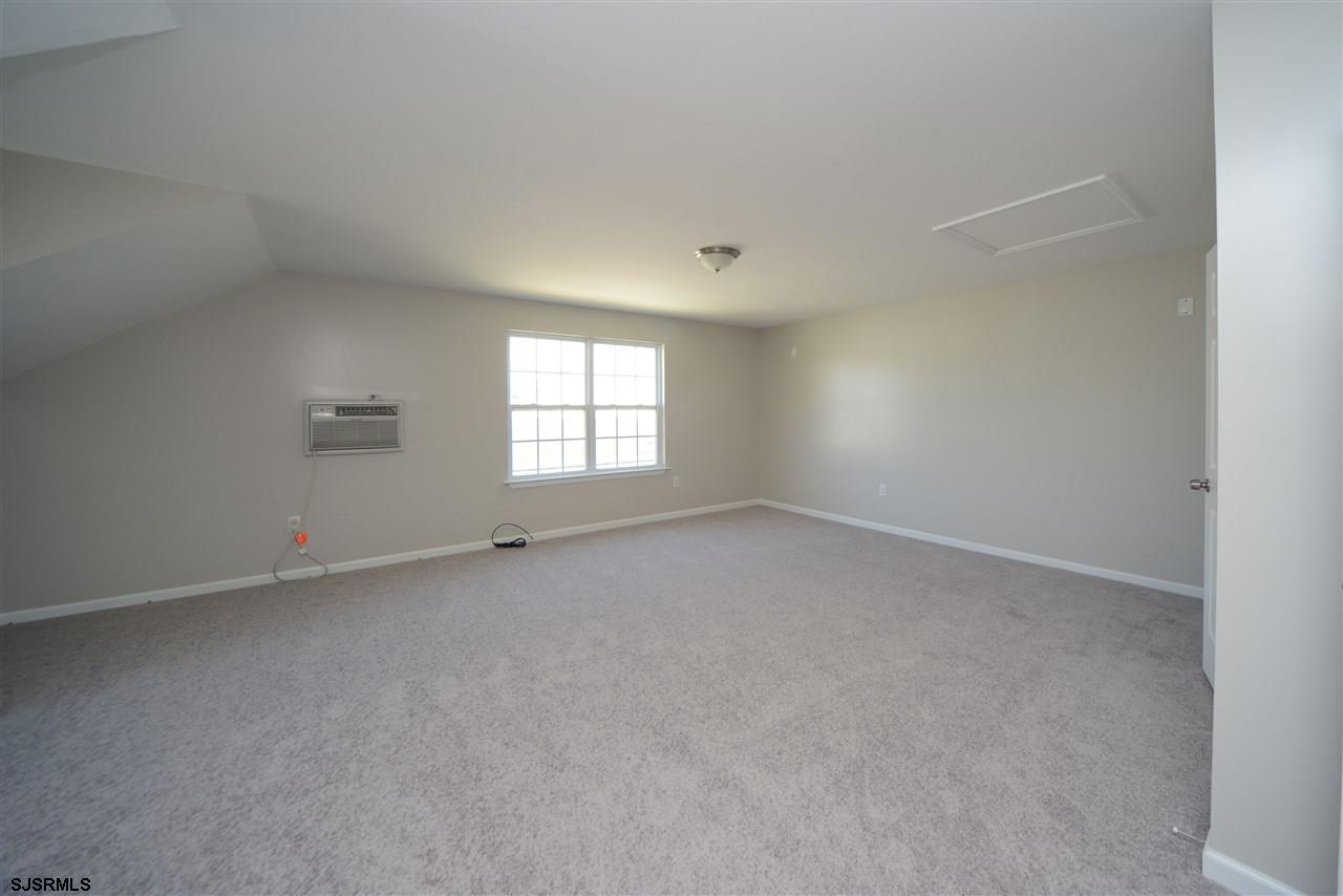338 Meadows Dr - Picture 17