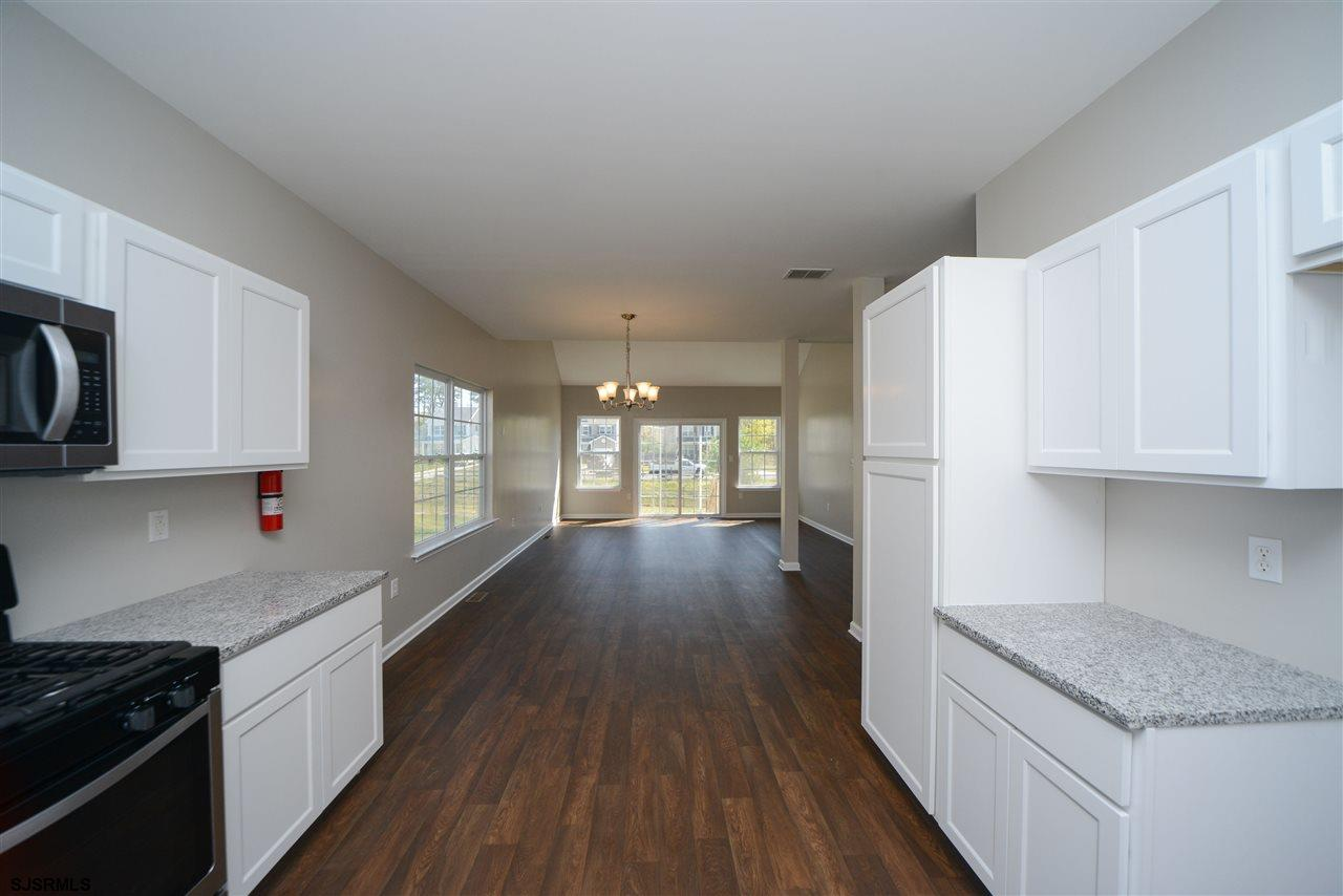 338 Meadows Dr - Picture 10
