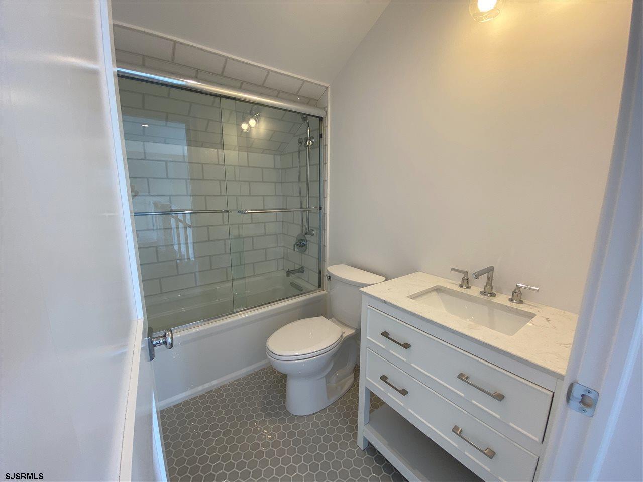 407 N Thurlow Avenue - Picture 23