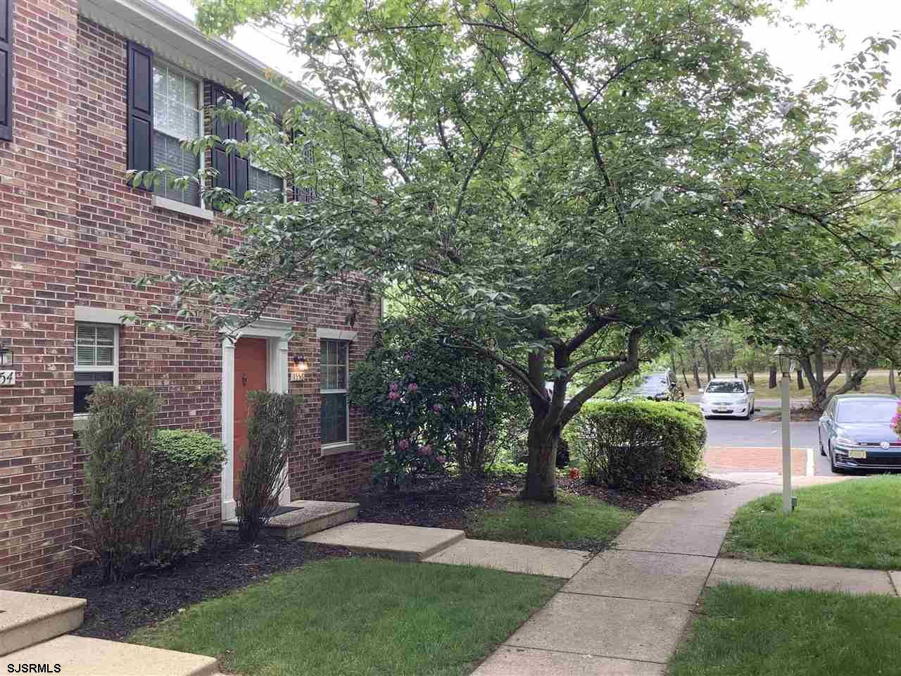 Beautiful end unit condo with 1500 sq feet. in a great association! Ready for new buyers, stainless