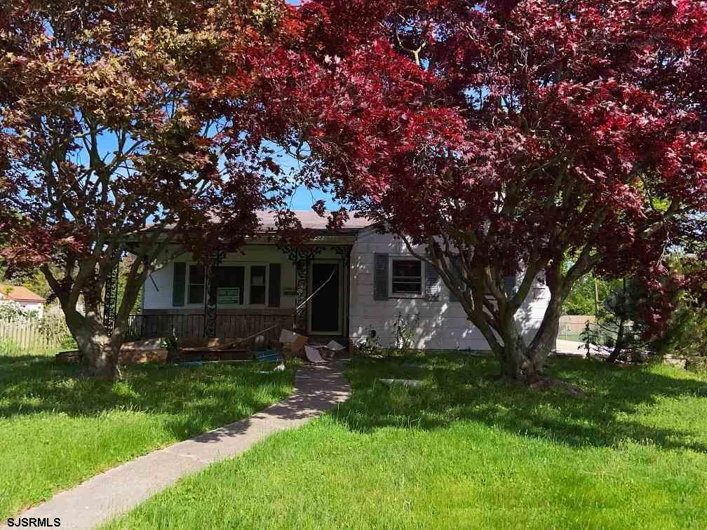 Make it your own! Three bedroom one bath ranch with eat-in kitchen and large living room, full basem