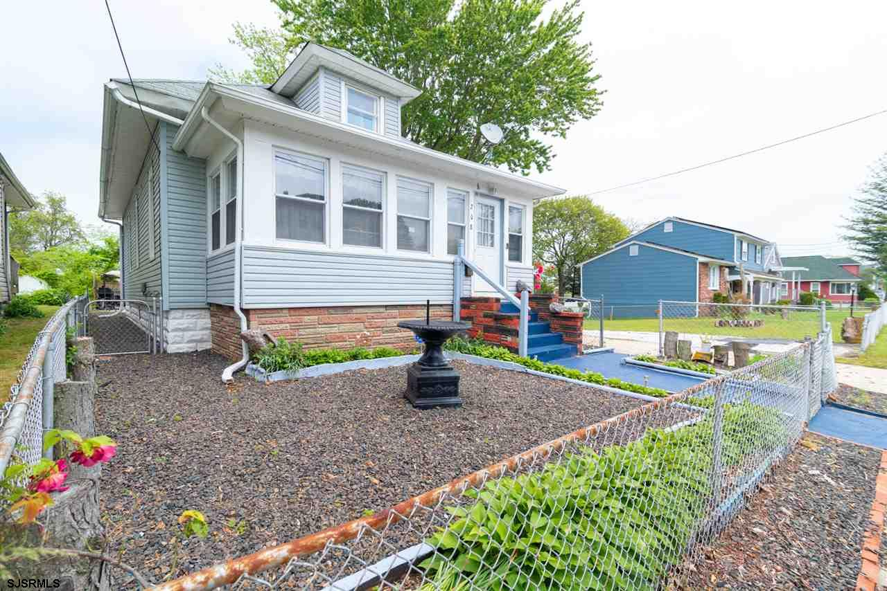 ***AFFORDABLE 4 BEDROOM HOUSE***THIS RENOVATED HOME WILL ACCOMMODATE A BIG FAMILY WITH A GREAT LOW PRICE!! MOST OF THE HOME HAS BEEN RENOVATED WITH 1,086 sq FT!! THIS OPPORTUNITY WONT LAST LONG PUT YOUR OFFER IN TODAY!!