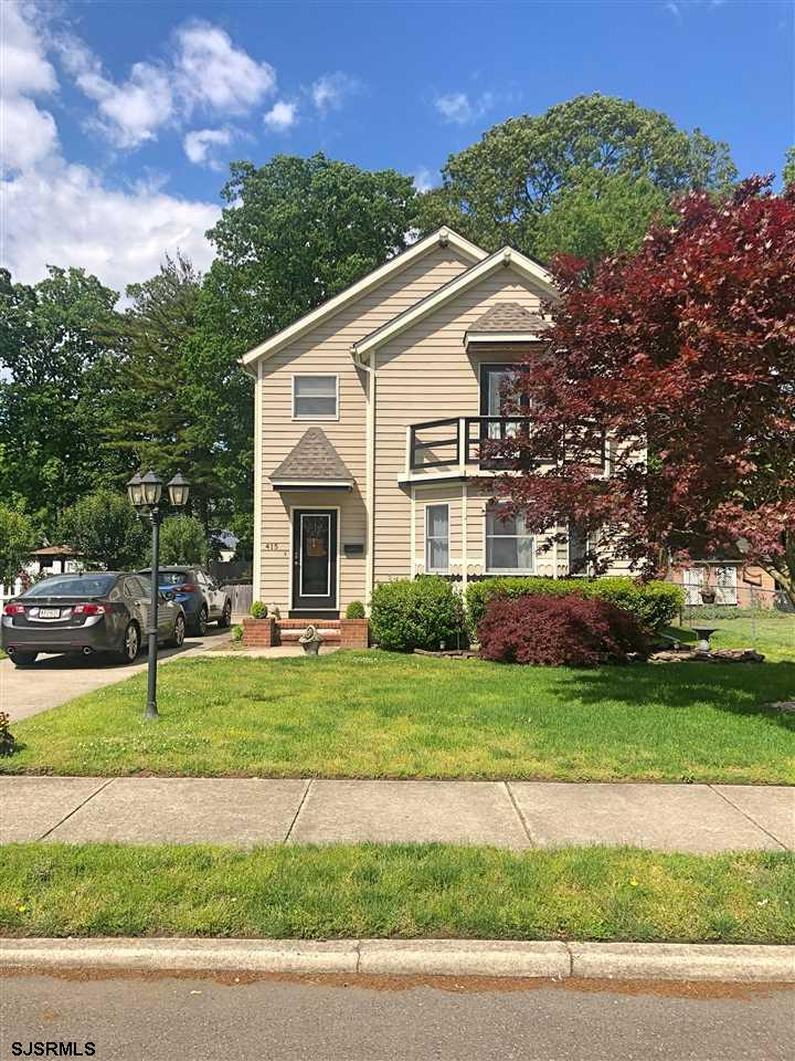 Dive right in and enjoy a beautiful home on an awesome street in Northfield. This well maintained ho