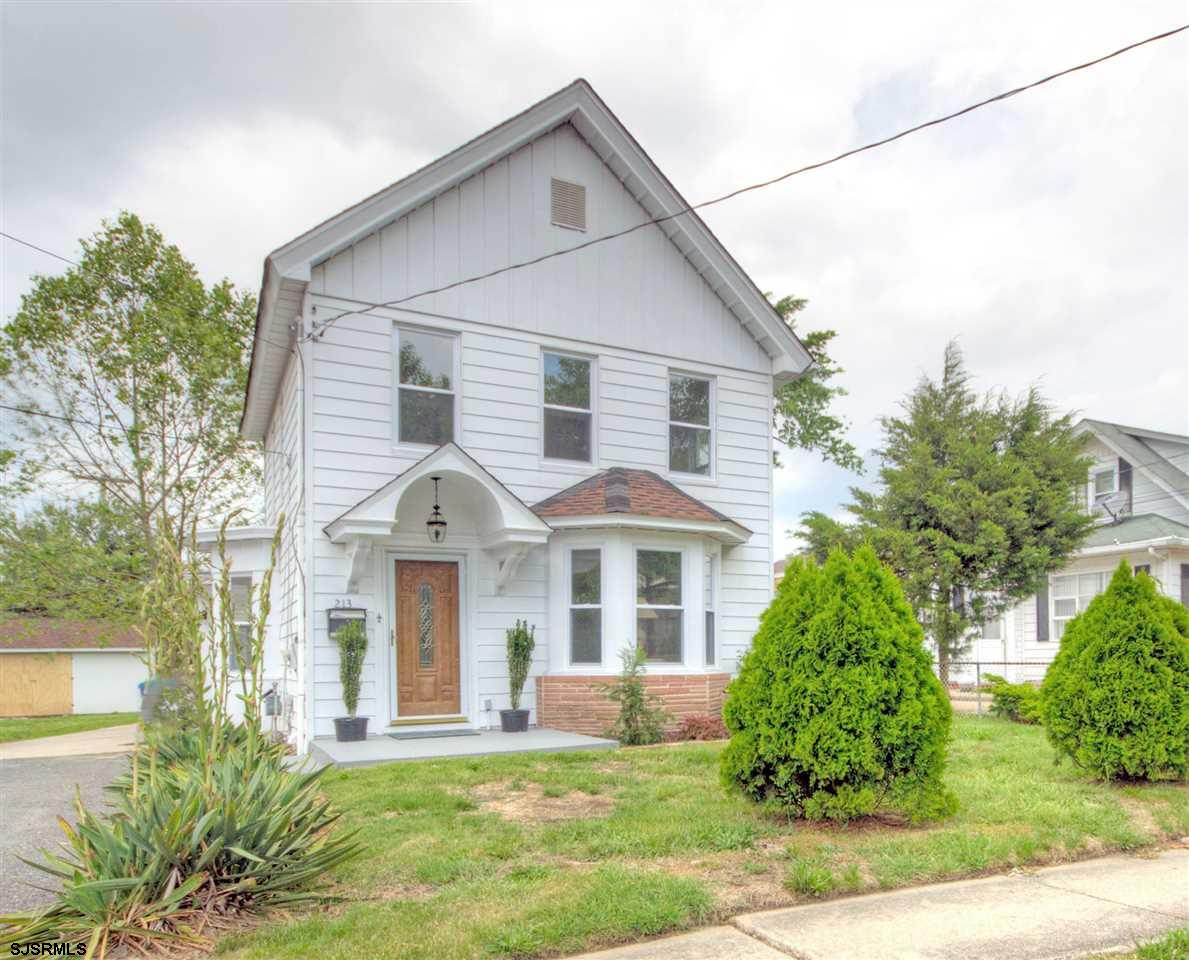 Beautifully restored family home in the center of town.  Behind theatre parking lot  Walk to downtow