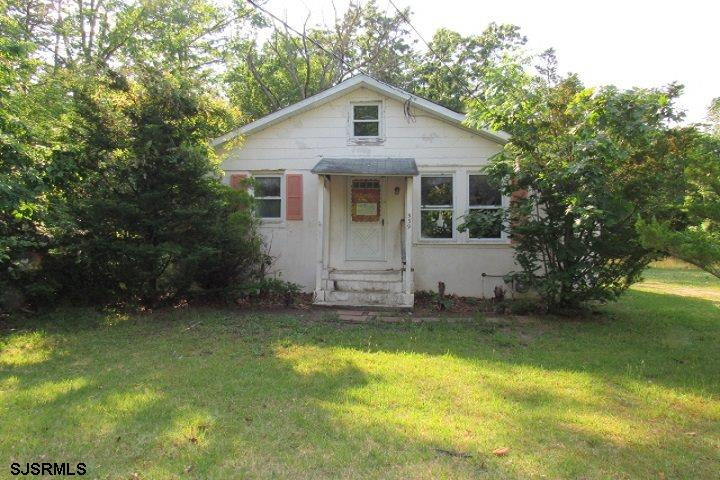 """HUD Home. Sold """"AS IS"""" by elec. bid only. Prop avail 06-04-20. Bids due by 06-13-20 11:59 PM Central"""