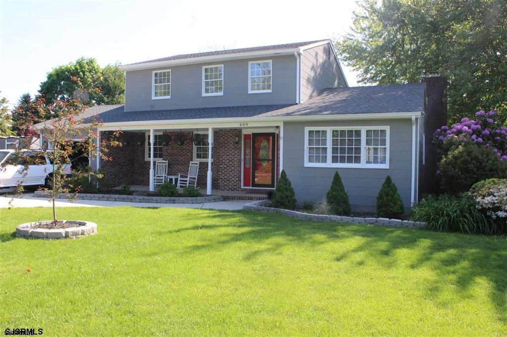 Beautiful upgraded Colonial with 3 bedrooms 2 and a half baths on a oversized lot. Recently renovate