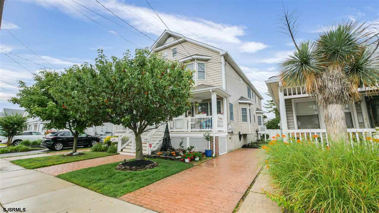Fabulous location townhouse style home.  This beautiful home has so much to offer and is a must see!