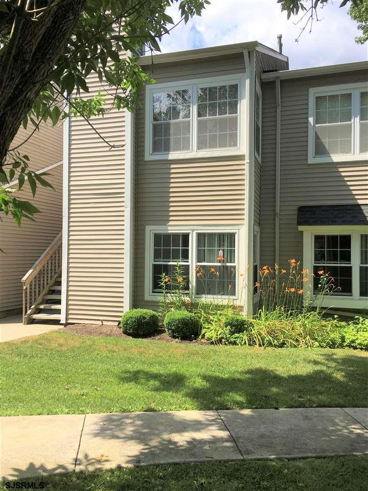 Do not miss out on this beautifully updated 1 BD and 1BA condo on the 1st floor. From the moment you