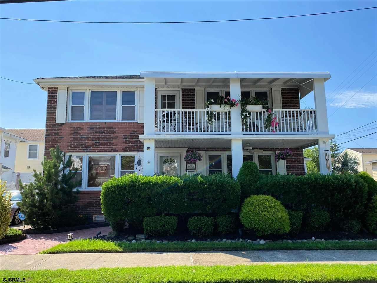 WONDERFUL SECOND FLOOR 3 BEDROOM, 2 FULL BATH CLOSE TO THE BEACH & BOARDWALK! This immaculate home f