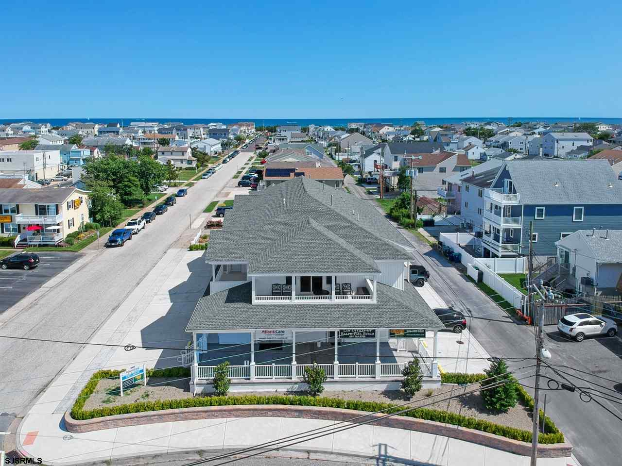Adorable 2-year old, better than new condo!  Luxury Living at the Lighthouse. 2 Big Bedrooms & 2 Ful